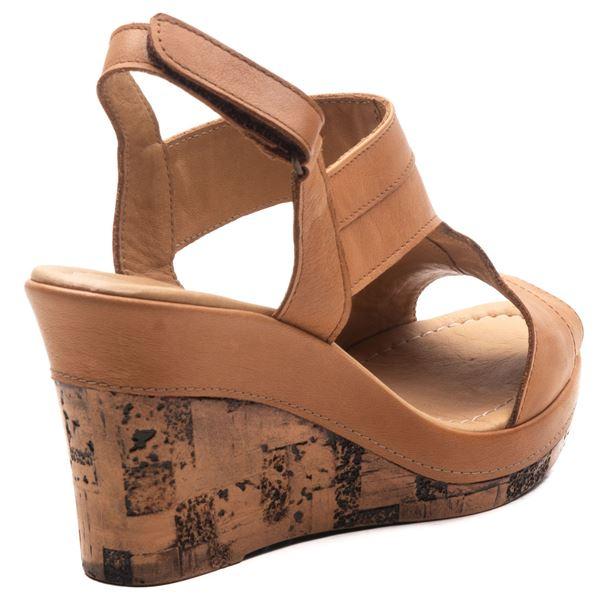 Aditya Kadın Dolgu Topuk Sandalet Taba