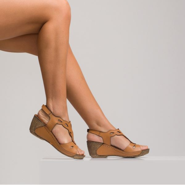 Alinda Kadın Dolgu Topuk Sandalet Taba